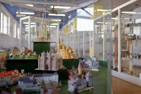 Toulavý baťoh míří do Muzea papírových modelů