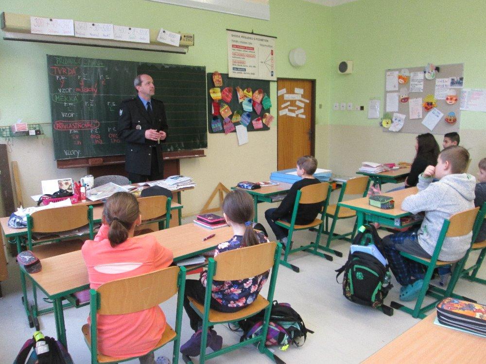 Přednášky pro děti i seniory