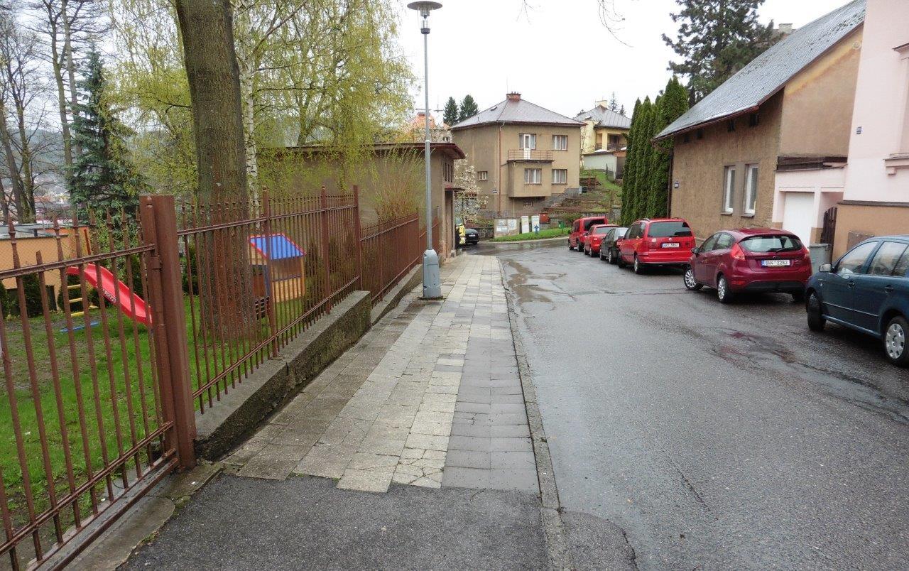 Chodníky v ulicích Sokolská a Jiráskova čeká odpříštího týdne oprava