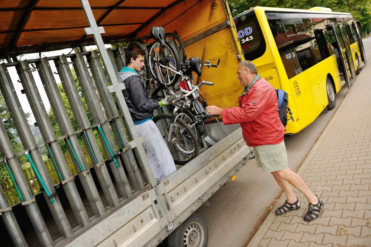 Do konce srpna bude červená linka cyklobusu jezdit po objízdné trase