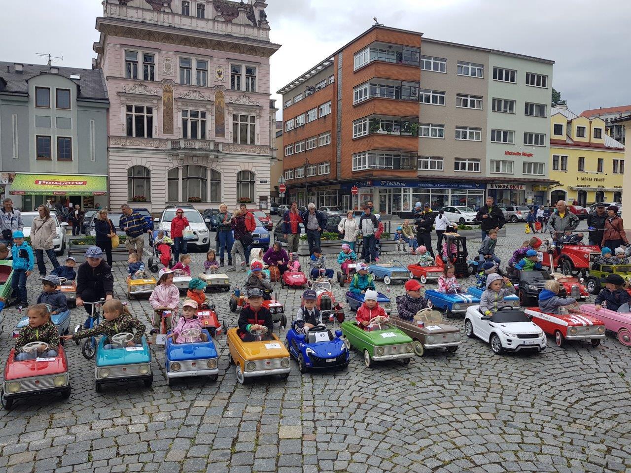 Náchod hostil již 6. ročník mezinárodního srazu šlapacích autíček