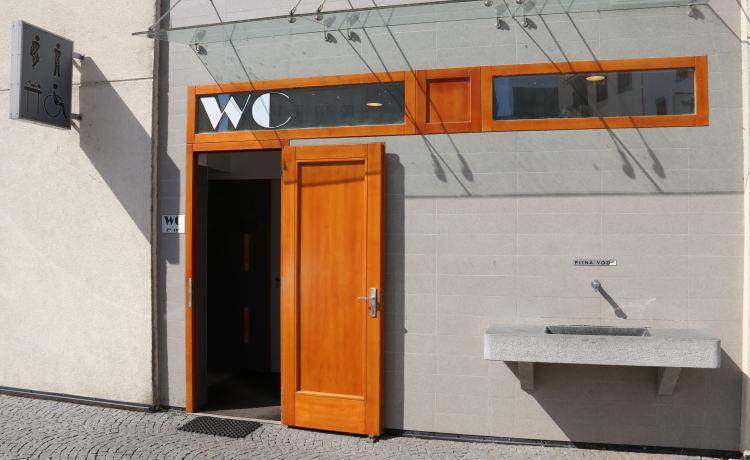 Veřejné toalety u náchodské radnice budou z technických důvodů o víkendu uzavřeny
