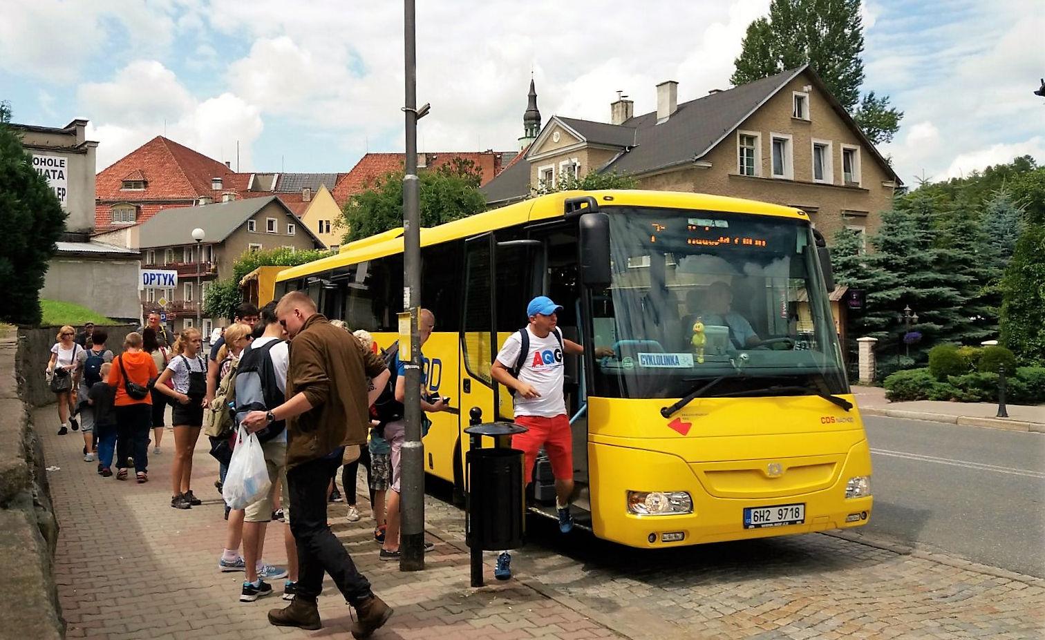Cyklobusy odjezdily již polovinu své sezony avozí návštěvníky i do Polska