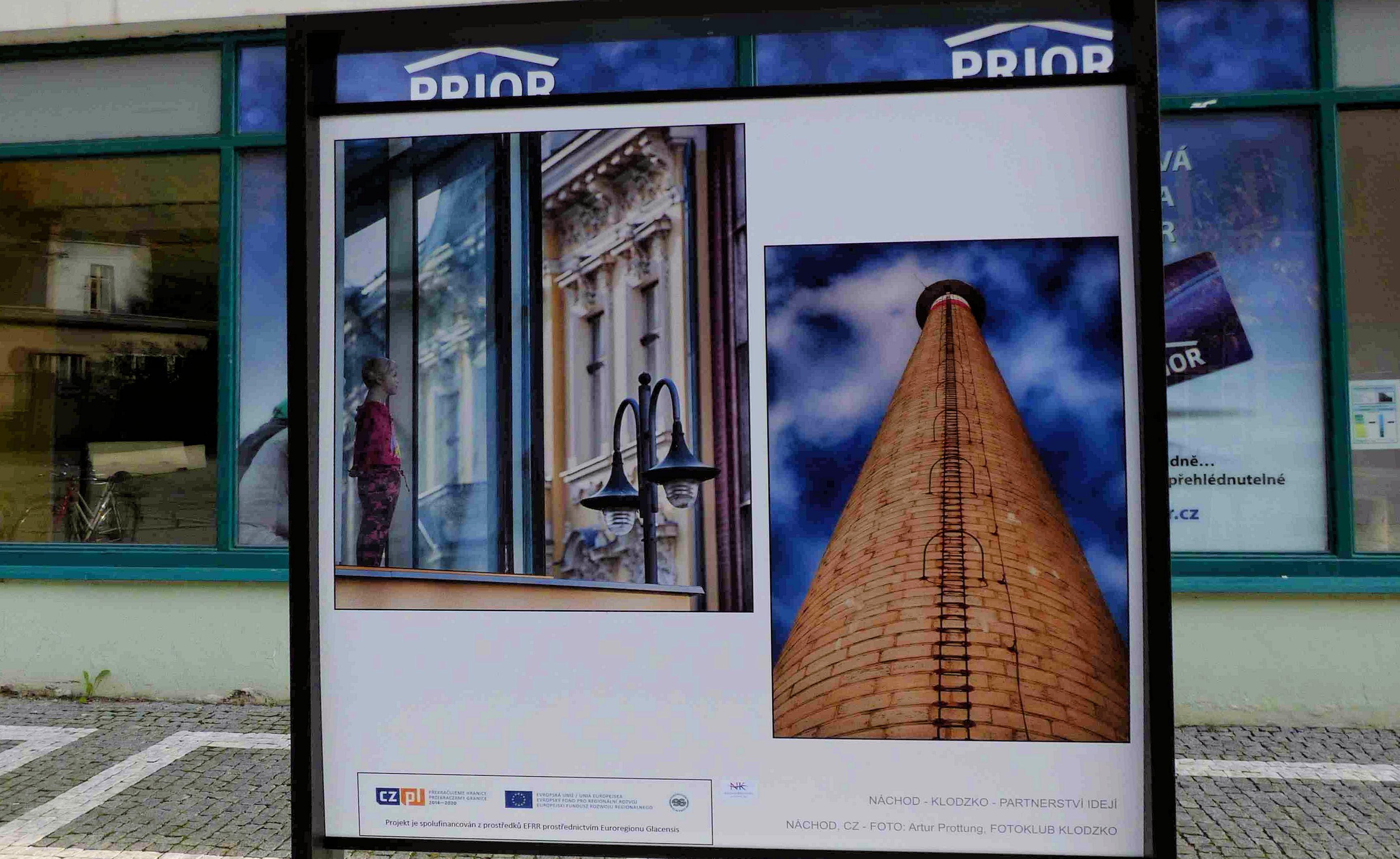 Letošní poslední výměna fotografií exteriérové výstavy na Karlově náměstí