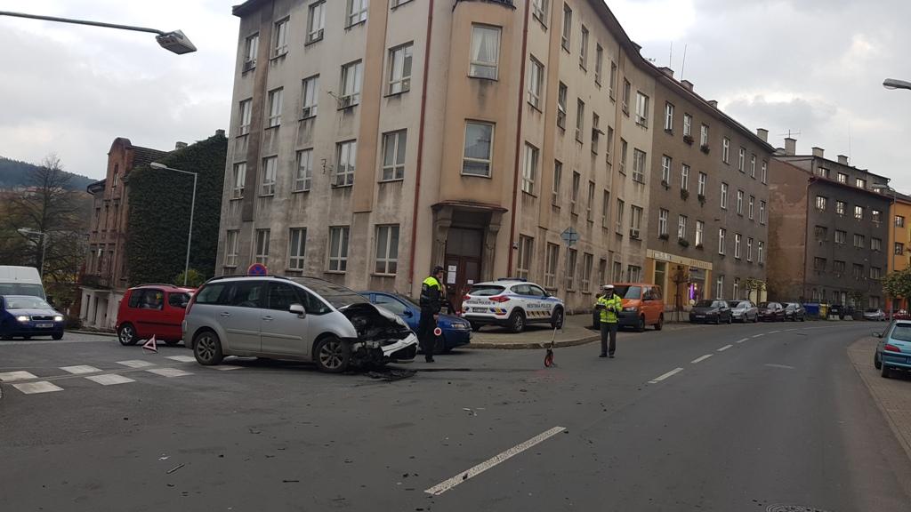 Dopravní nehoda na Komenského ulici