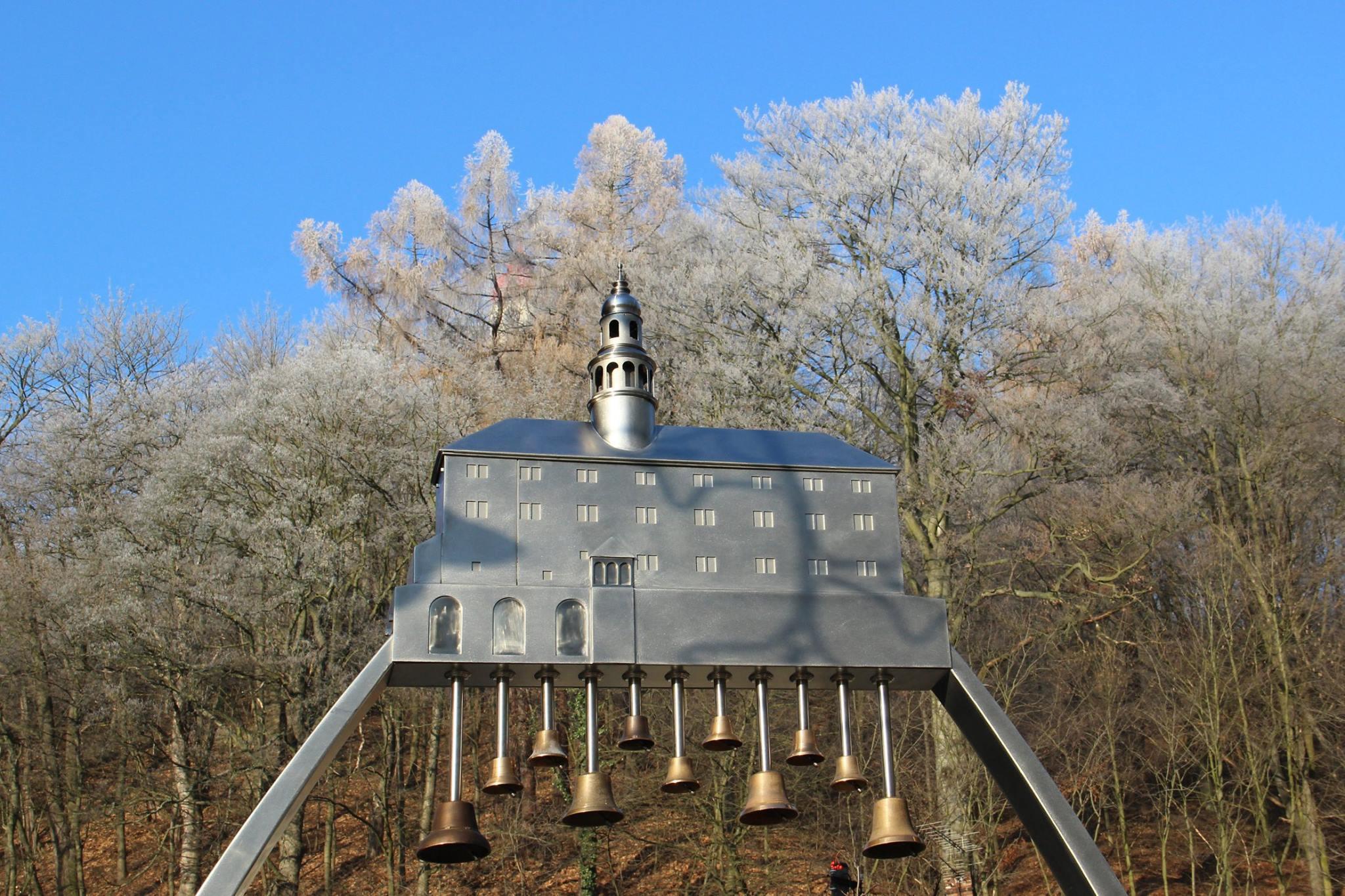Náchodská zvonkohra je po roce opět ve vánočním.
