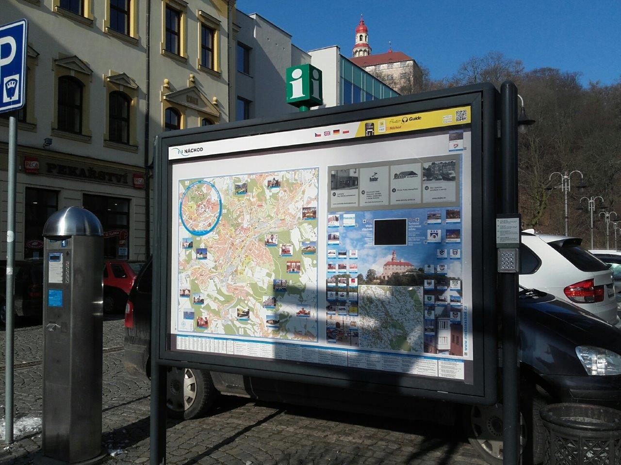 Informační panel DarumaGO! na Karlově náměstí v Náchodě prošel renovací