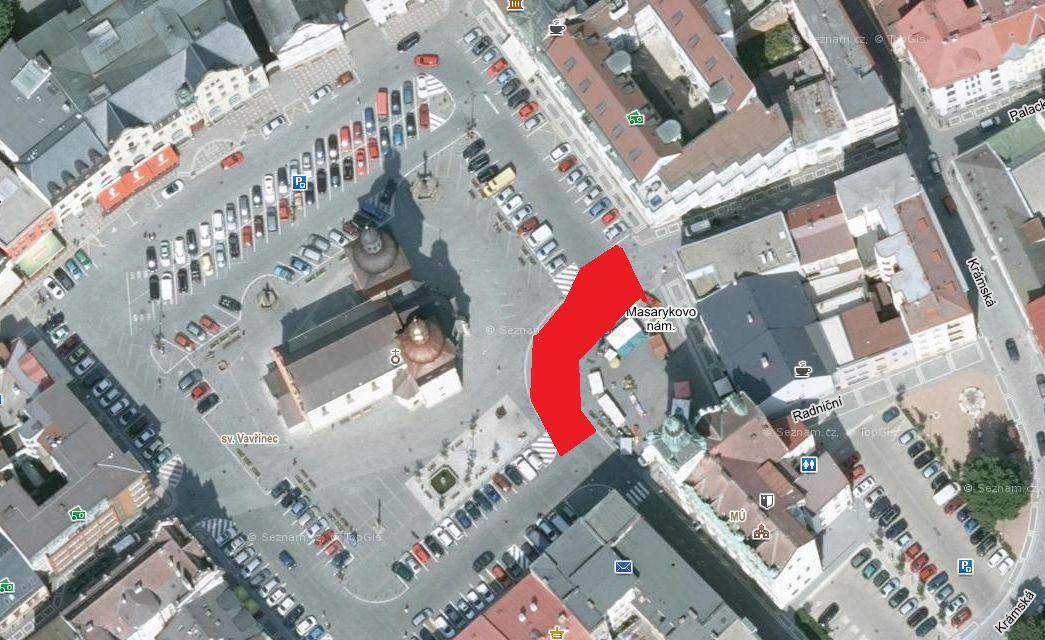 Uzavření průjezdu mezi radnicí a kostelem sv. Vavřince na Masarykově náměstí