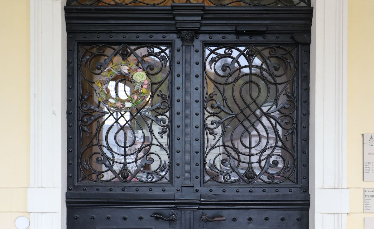 Dveře do náchodské radnice jsou nejen otevřené, ale otevírají se samy