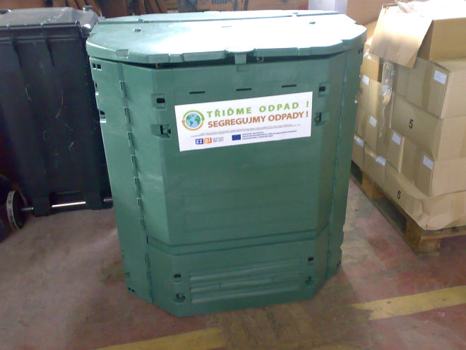 Město Náchod nabízí občanům kompostéry