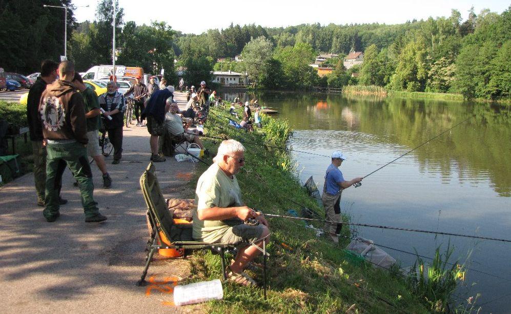 Rybářské závody na rybníce Podborný