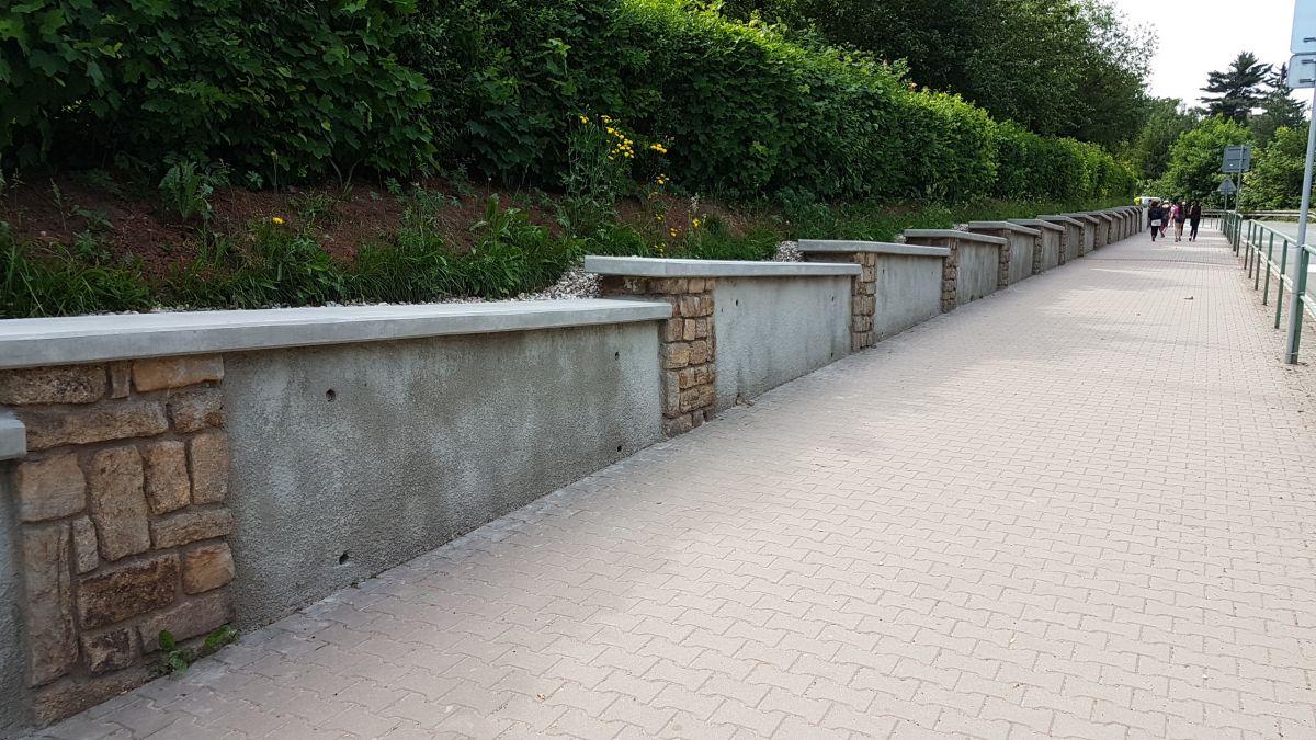 Nová zeď u ZŠ T. G. Masaryka