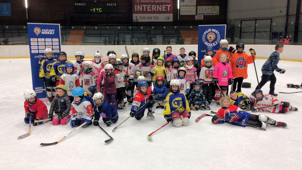 """Akce """"Pojď hrát hokej"""" v Náchodě."""