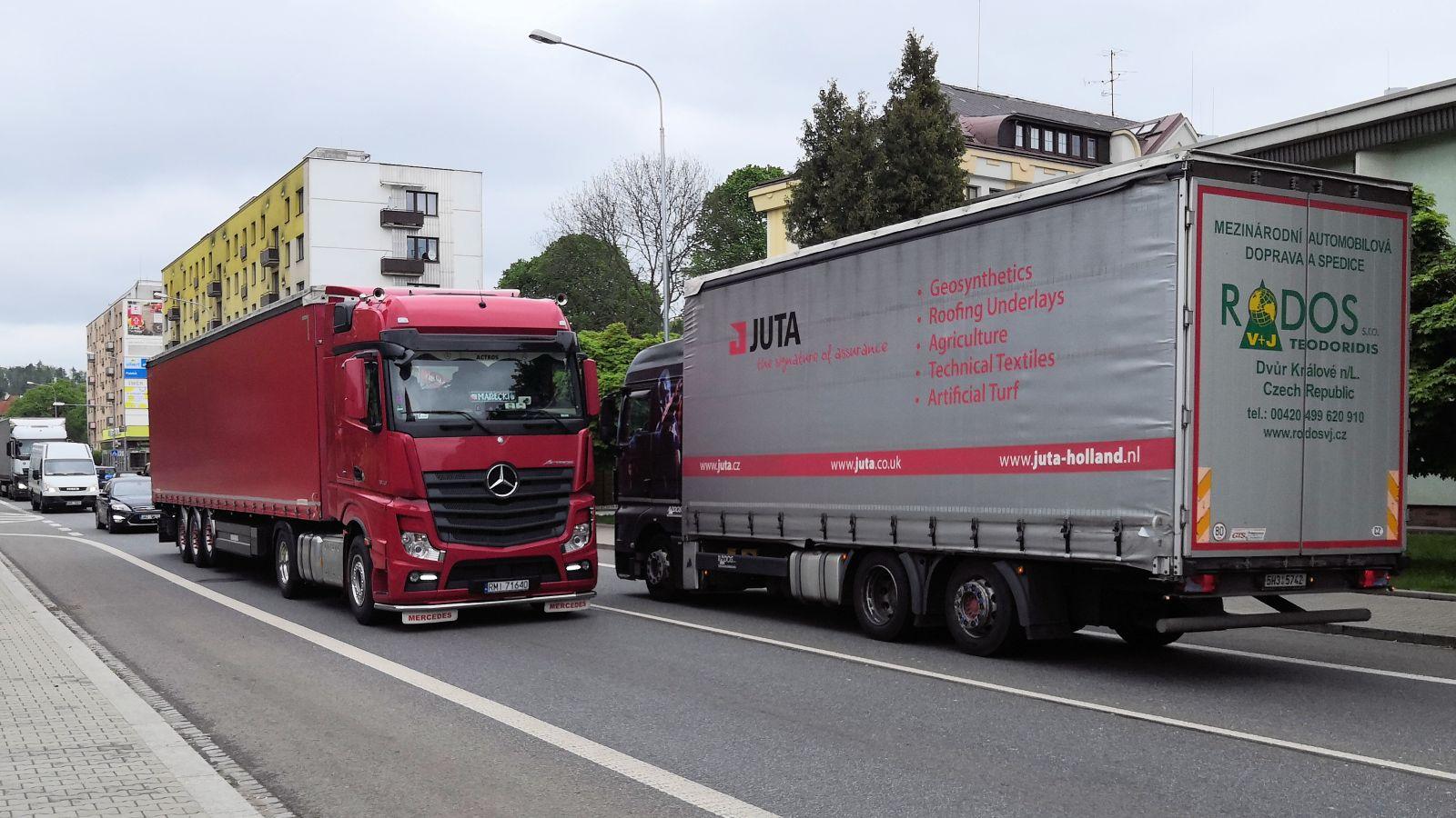 Neukázněné řidiče kamionů usměrní dopravní opatření