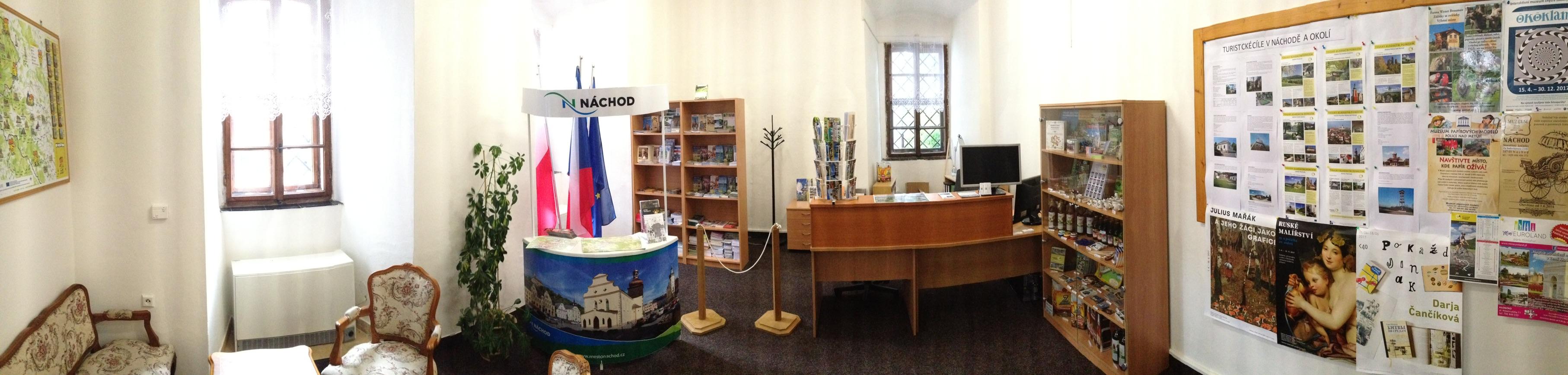 Turistická sezóna je v plném proudu též v Městském informačním centru na Státním zámku Náchod