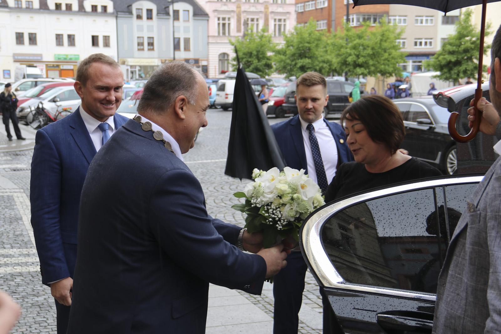 Fotogalerie z návštěvy manželky prezidenta republiky paní Ivany Zemanové a ministryně financí paní Aleny Schillerové