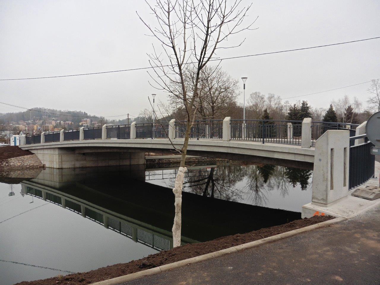 Stavba nového mostu přes řeku Metuji vNáchodě-Bělovsi je dokončena