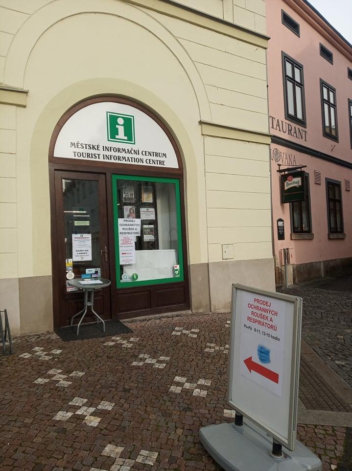 Prodej roušek a respirátorů v Městském informačním centru nepřerušen