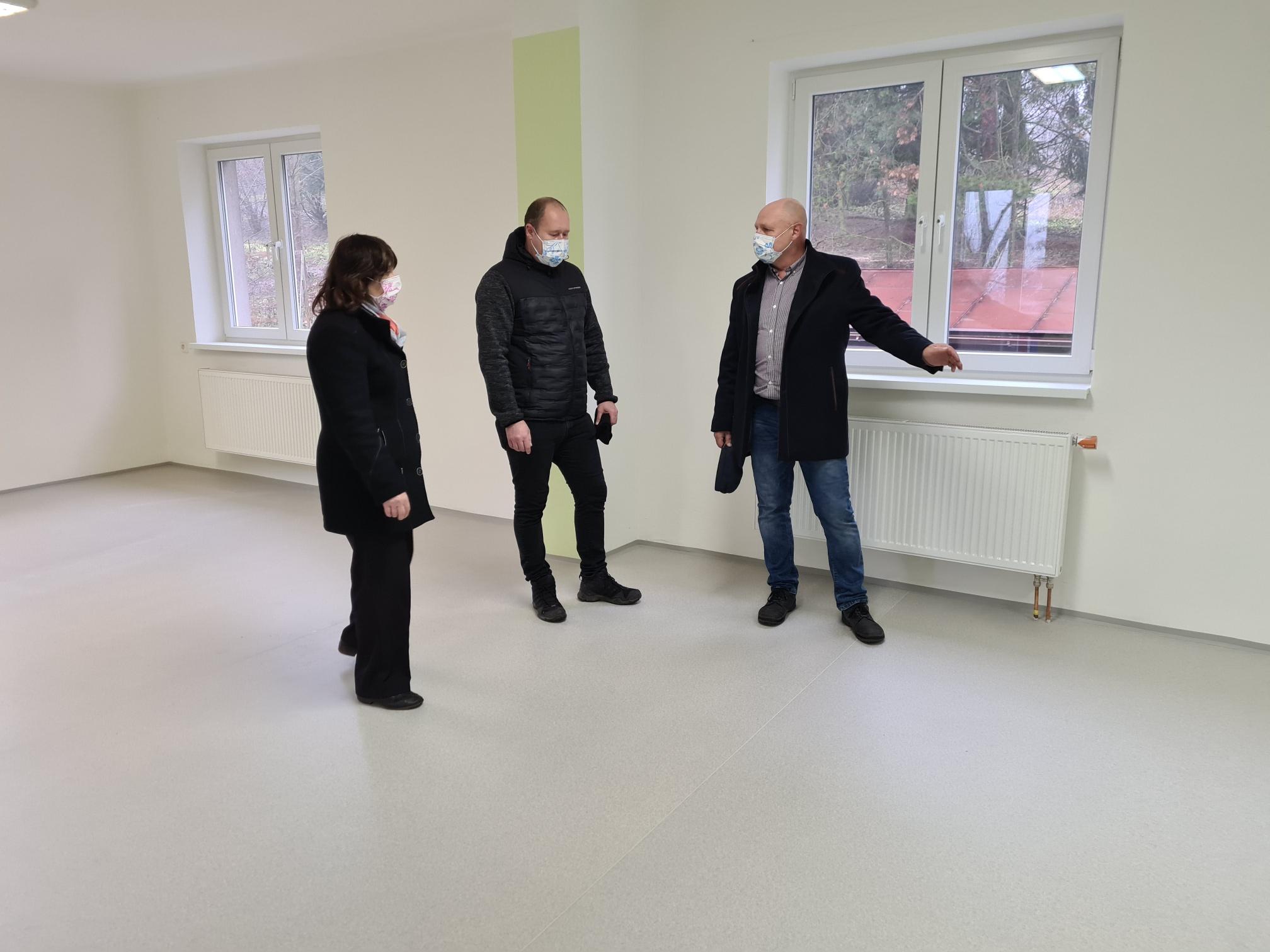 Budova školního pozemku ZŠ Komenského vNáchodě prošla opravou